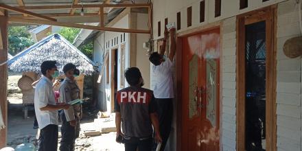 Labelisasi Rumah Penerima Bantuan PKH di Desa Sama Guna Lombok Utara
